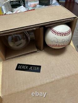 Derek Jeter Signed Official Major League Baseball MLB COA New York Yankees Case